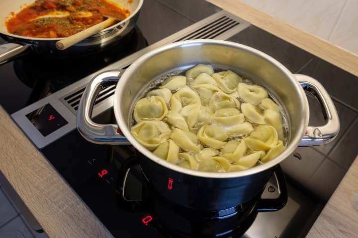 Cooking pasta and sauce on induction