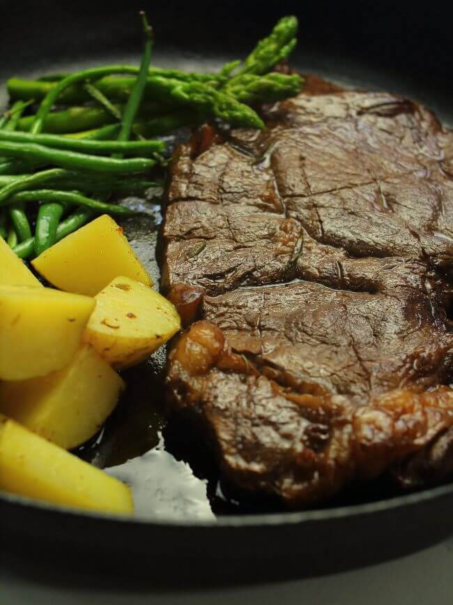 Steak with potato and asparagus